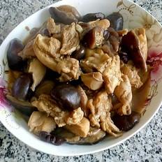 鸡腿肉炖香菇