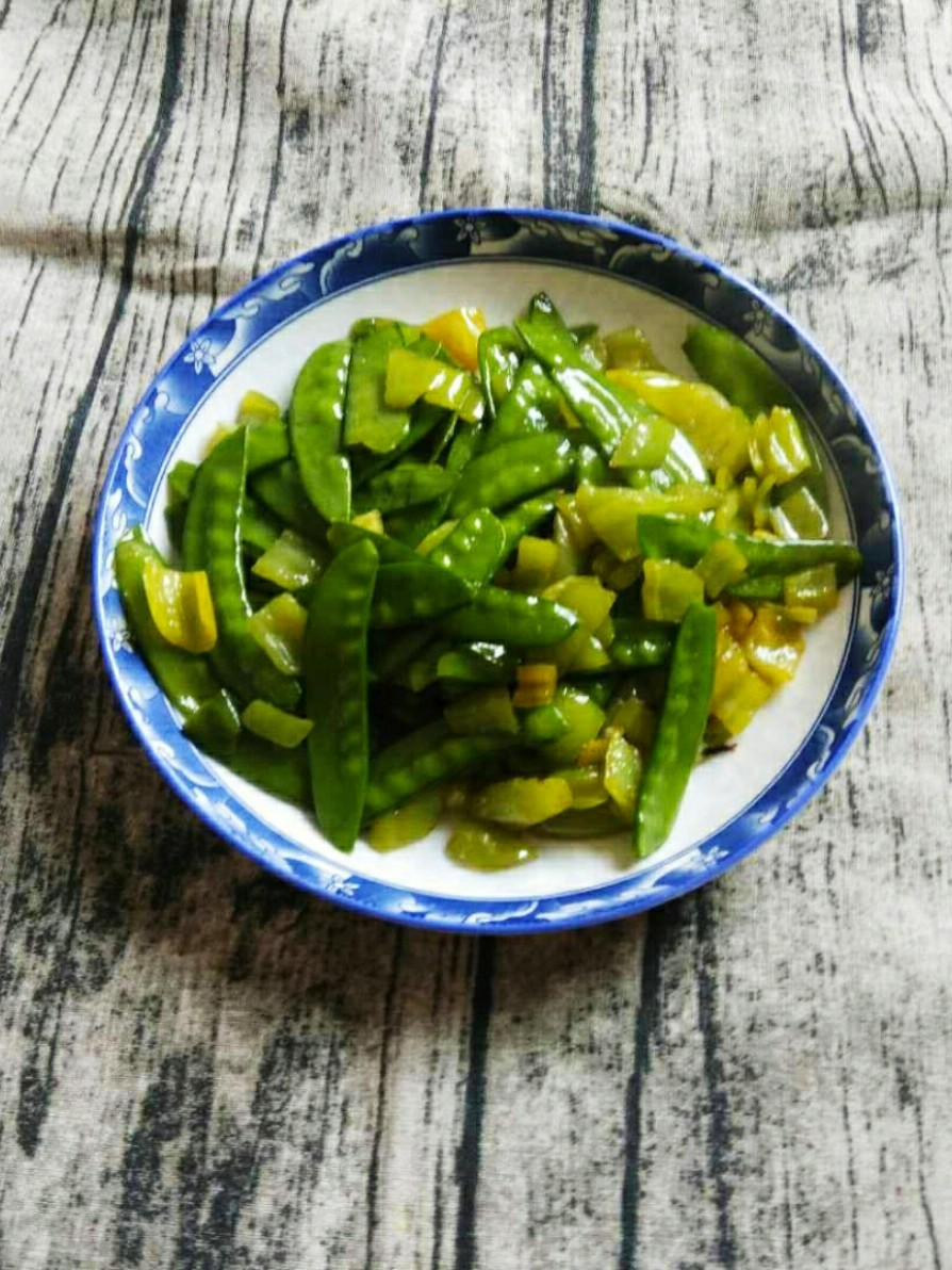 荷兰豆炒尖椒