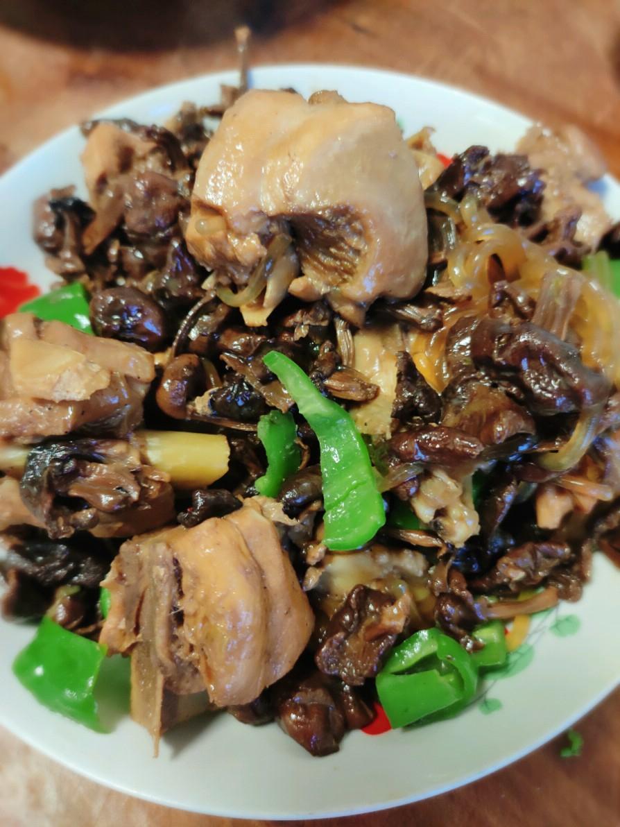 鸡肉炖草蘑