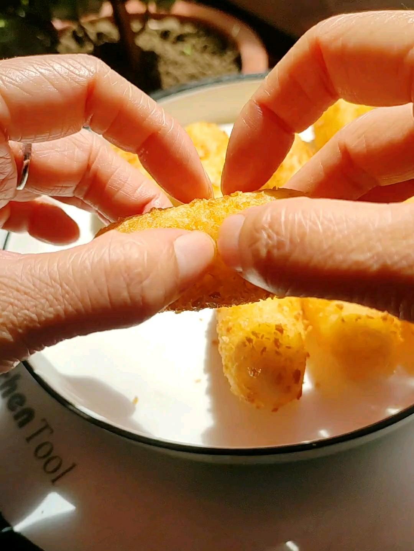 香香糯糯的糯米奶酪拉丝棒