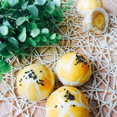 莲蓉蛋黄酥