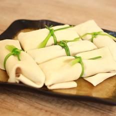 千张蒜苔肉卷