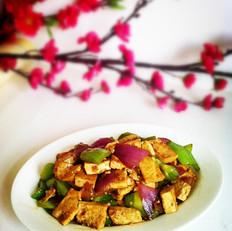 菜椒圆葱烧豆腐的做法