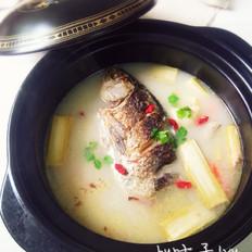 竹蔗马蹄煲鲫鱼汤