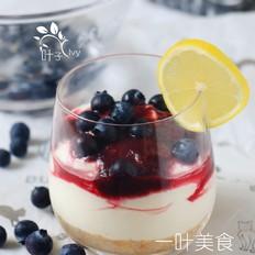 冰凉美味蓝莓芝士杯