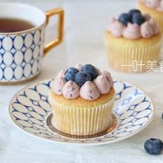 蓝莓奶油海绵纸杯蛋糕