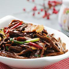 五花肉烧茶树菇