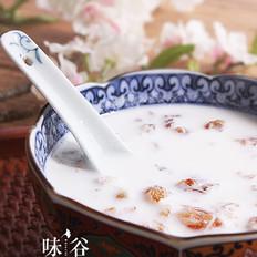 养颜美容的牛奶炖桃胶