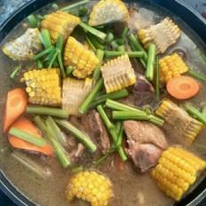 尾骨黄豆玉米汤