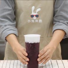 喜茶芝芝黑提的做法——小兔奔跑奶茶教程