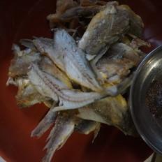 干炸小黄鱼配椒盐