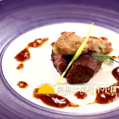 悦美食-黑椒汁鹅肝牛小排