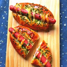 火腿肠沙拉面包