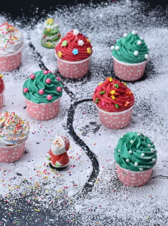 圣诞纸杯蛋糕的做法