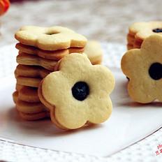 蓝莓酱花朵夹心饼干