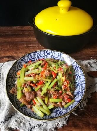 芹菜炒牛肉(砂锅版)的做法