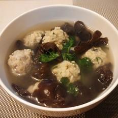 黑木耳鱼丸汤