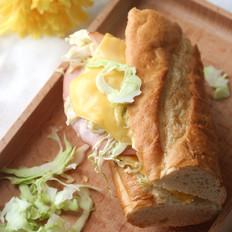 芝士火腿蔬菜法棍三明治