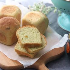 牛油果开心果方形小面包