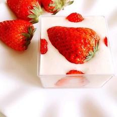 草莓杯子慕斯蛋糕