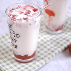 超好喝的草莓大果粒牛奶~