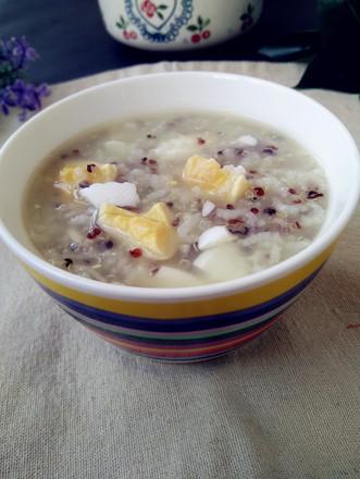 鹅蛋三色藜麦粥的做法