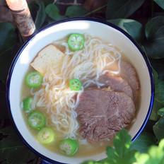 高汤牛肉米线