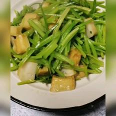 芹菜炒鱼豆腐