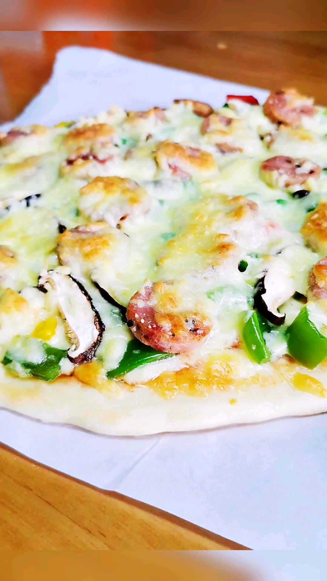 香肠香菇薄底披萨