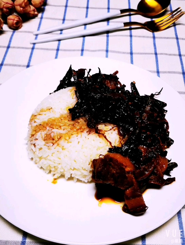 梅干菜蒸肉盖浇饭