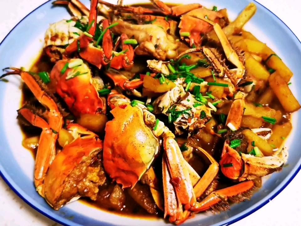 土豆炖河蟹