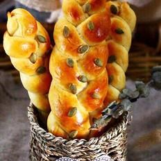 牛奶南瓜仁辫子面包