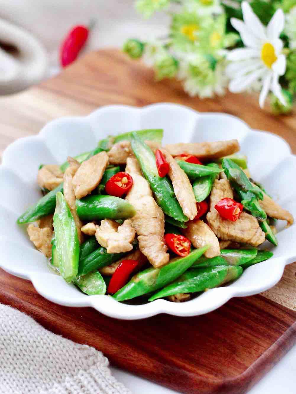 芦笋鸡肉条小炒