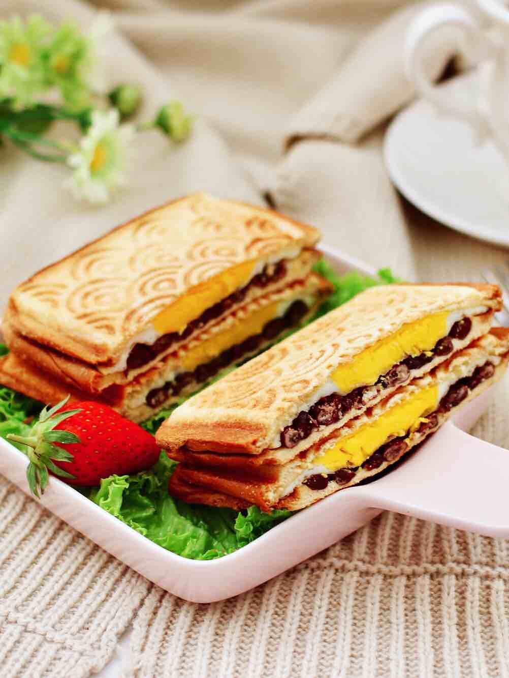 鸡蛋蜜豆热压三明治