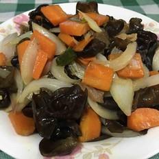 木耳洋葱和胡萝卜炒肉