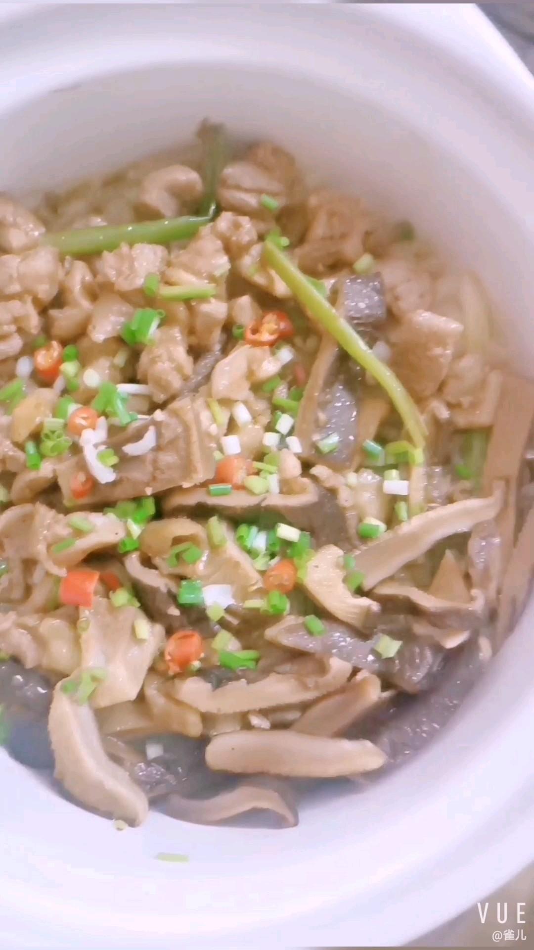 黑椒鸡腿沙锅饭