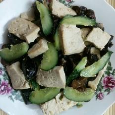 蚝油豆腐炒木耳黄瓜