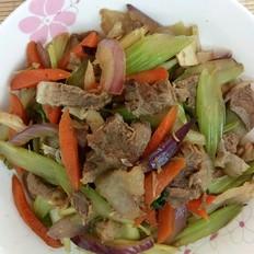 牛腱肉炒芹菜红萝卜