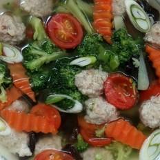 西兰花木耳肉丸汤