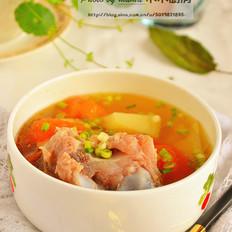西红柿土豆筒骨汤