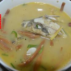 黄刺鱼煮黄花菜汤