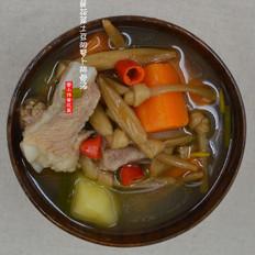 黄花菜土豆胡萝卜煲排骨汤