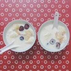 牛奶银耳花胶糖水