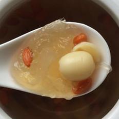 冰糖莲子炖燕窝
