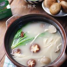 菌菇猪骨汤火锅
