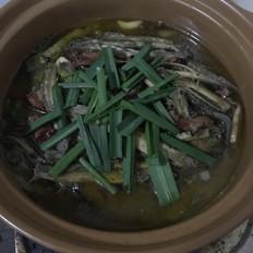 腊肉炖泥鳅