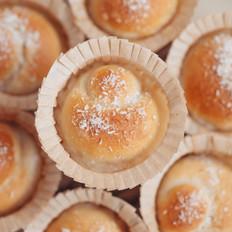 椰奶爆浆面包