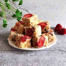 草莓干雪花酥