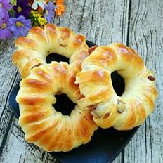 葡萄干花环面包的做法