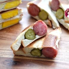 煎蛋烤肠三明治